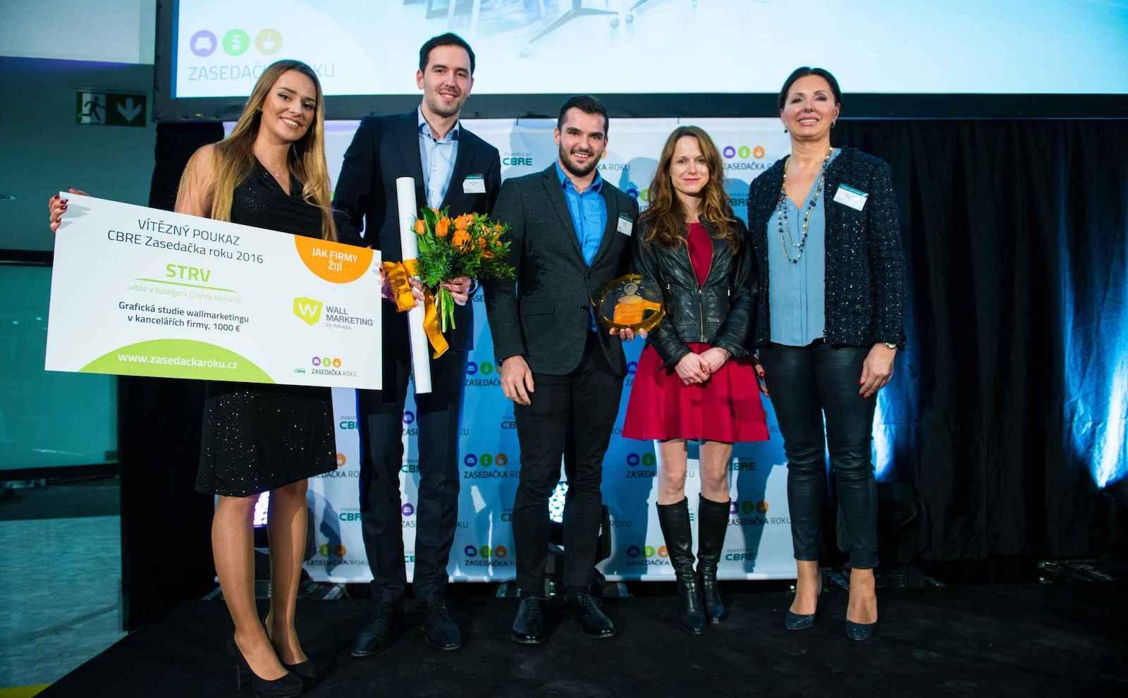 CBRE zasedačka roku - chysrá kancelář - přebírání ceny - Michal Krajsa a Lubo Smid za STRV